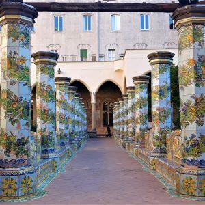 interno del Chiostro di Santa Chiara di Napoli